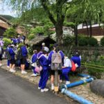 郡上八幡は遠足の中学生で賑わっています